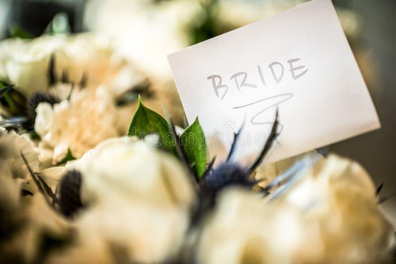 Bruid en Bloemen stock fotografie