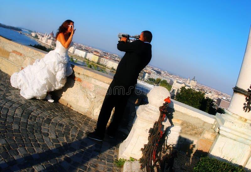 Bruid en bruidegom in Boedapest royalty-vrije stock afbeeldingen