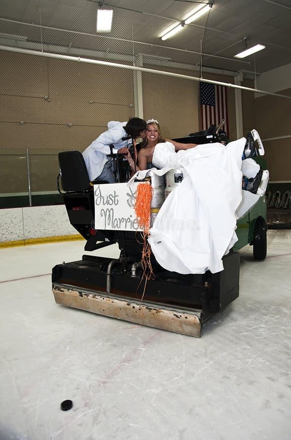 Bruid en Bruidegom op Zamboni stock foto's