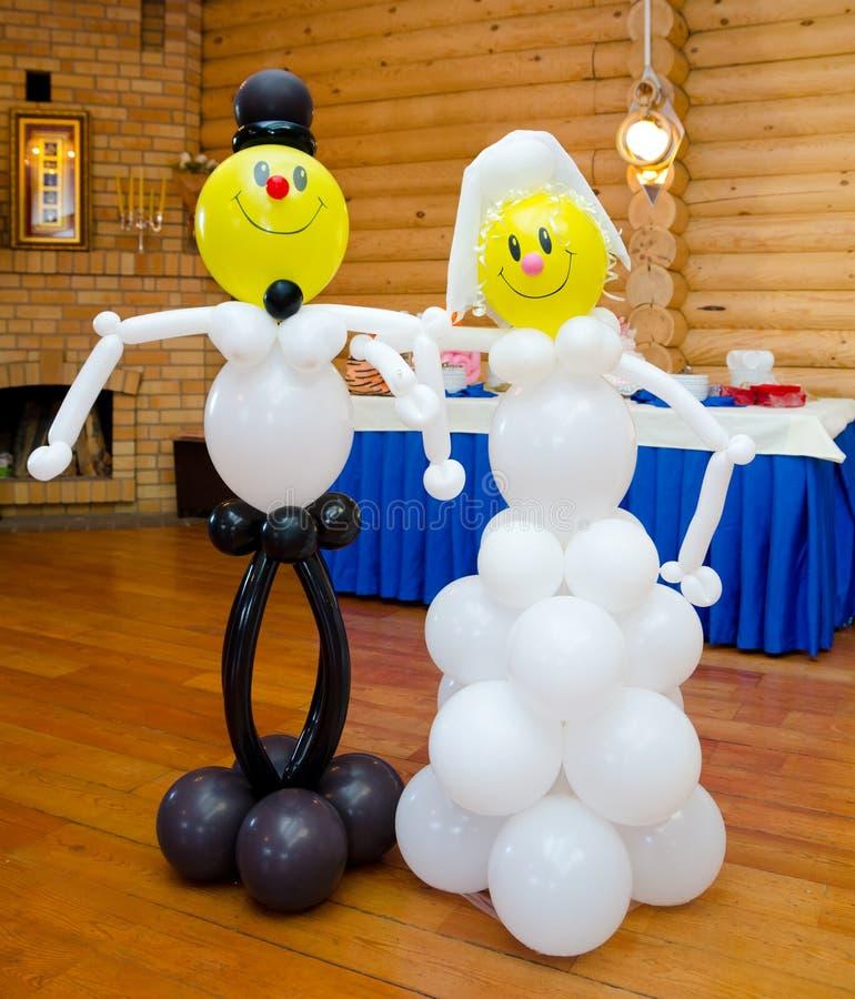 Bruid en bruidegom van ballons wordt gemaakt die royalty-vrije stock fotografie