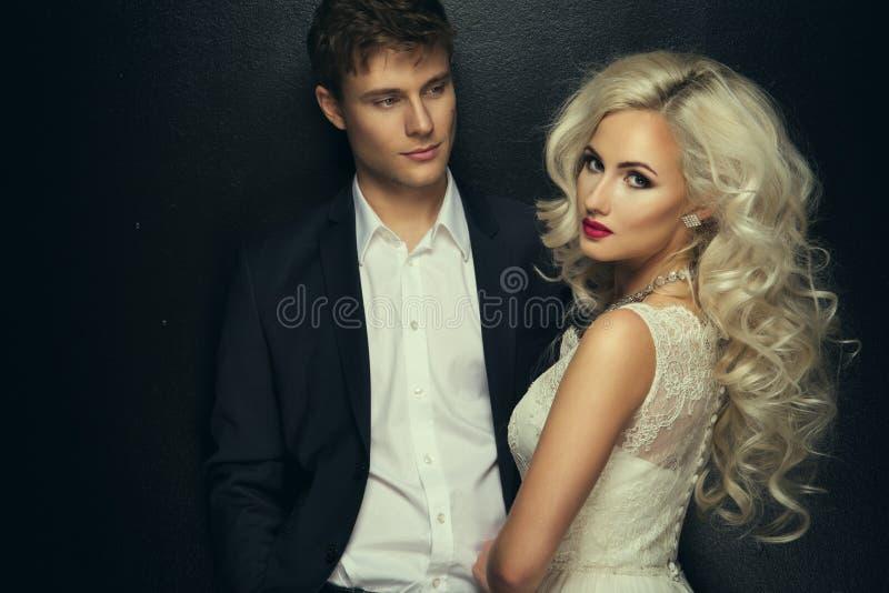 Bruid en bruidegomhuwelijksfoto stock afbeeldingen