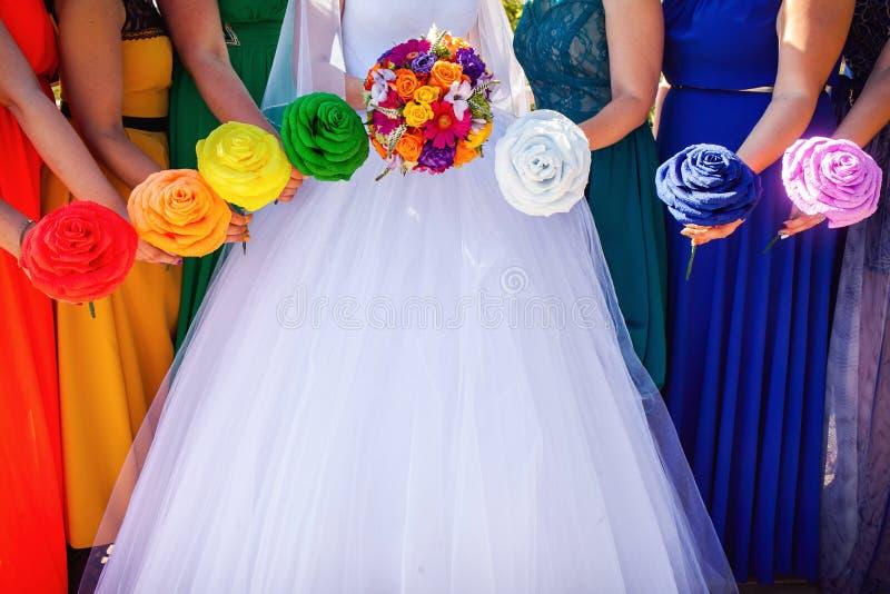 Bruid en Bruidsmeisjesboeketten stock fotografie