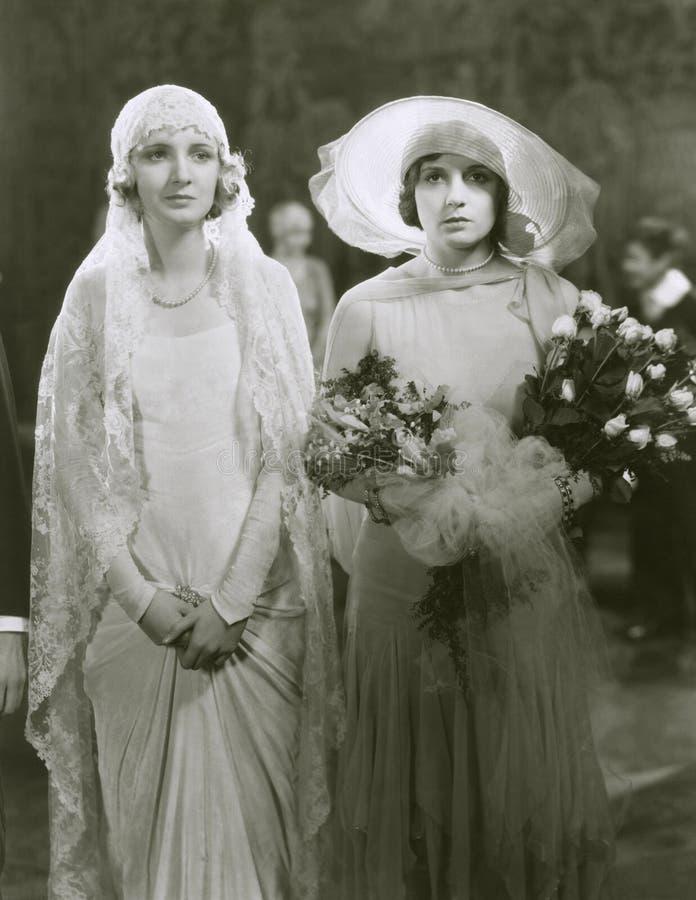Bruid en eerste bruidsmeisje stock fotografie