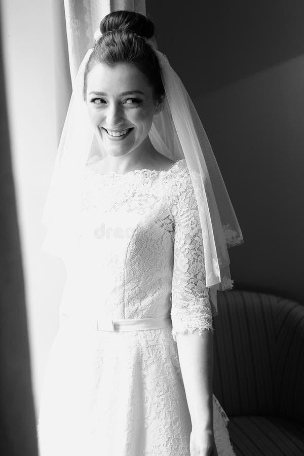 Bruid in haar huwelijksdag royalty-vrije stock afbeeldingen