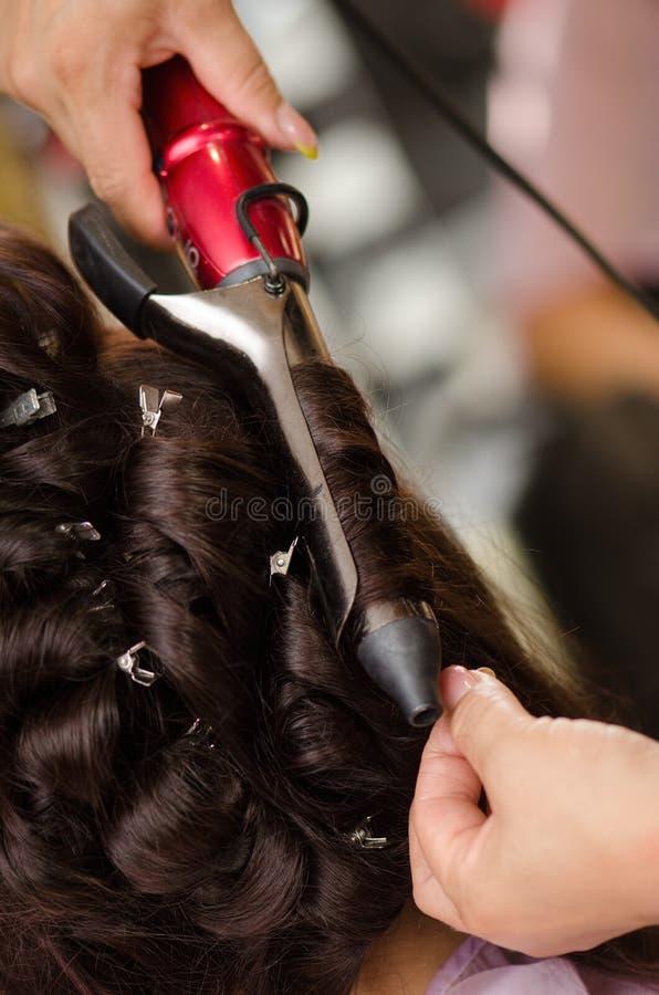 Bruid het hairstyling stock afbeeldingen