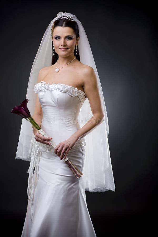 Bruid in huwelijkskleding stock fotografie