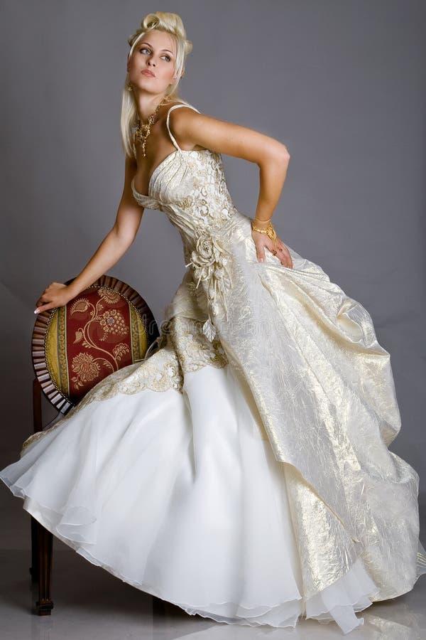 Bruid in kleding royalty-vrije stock foto's