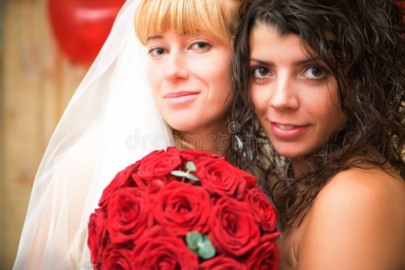 Bruid met bruidsmeisje royalty-vrije stock afbeelding