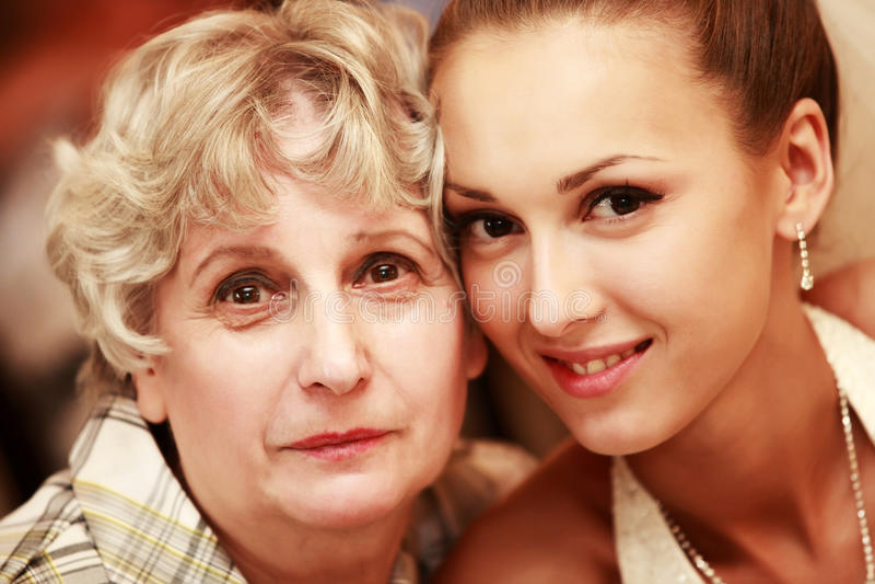 Download Bruid met grootmoeder stock foto. Afbeelding bestaande uit mooi - 10777032