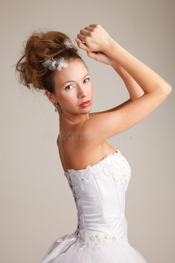 Bruid Met Haar Opgeheven Wapens Stock Fotografie