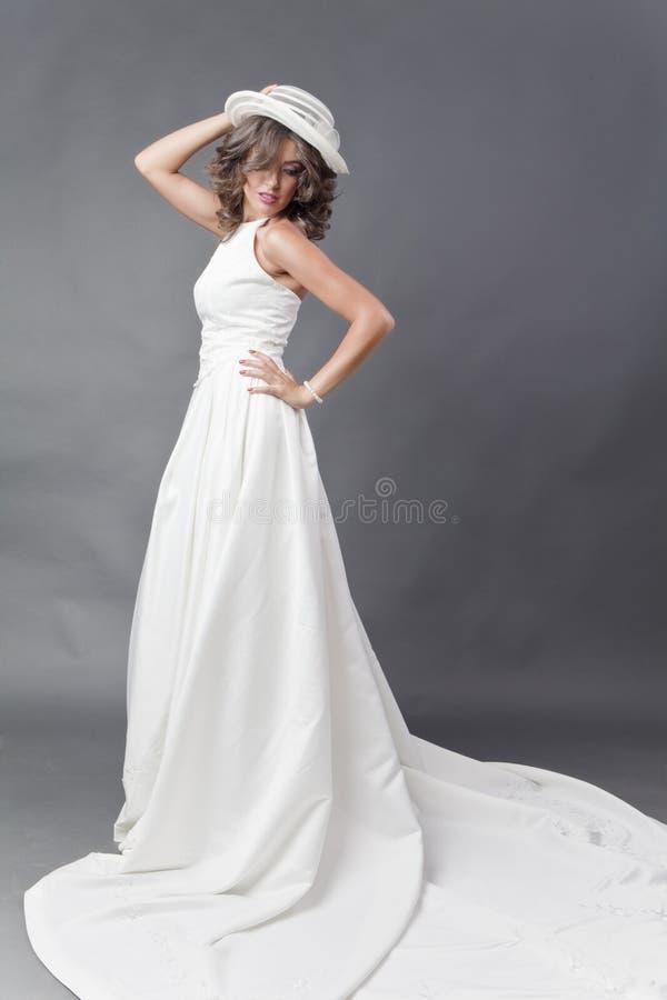 Bruid met hoed royalty-vrije stock afbeelding