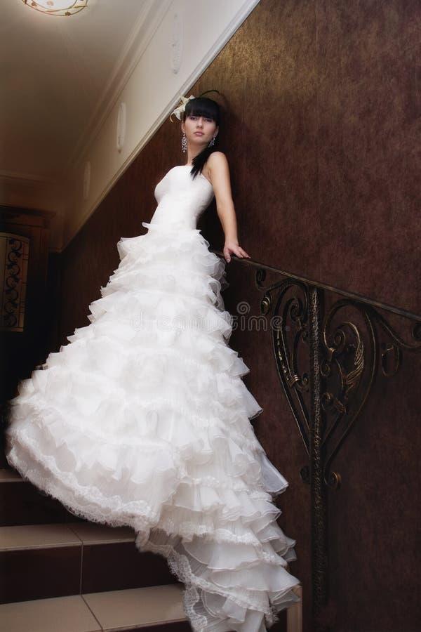 Bruid op de treden royalty-vrije stock foto