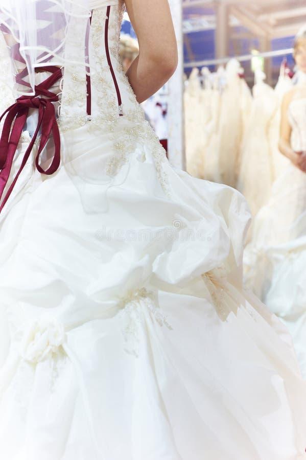 Bruid in spiegel royalty-vrije stock afbeeldingen