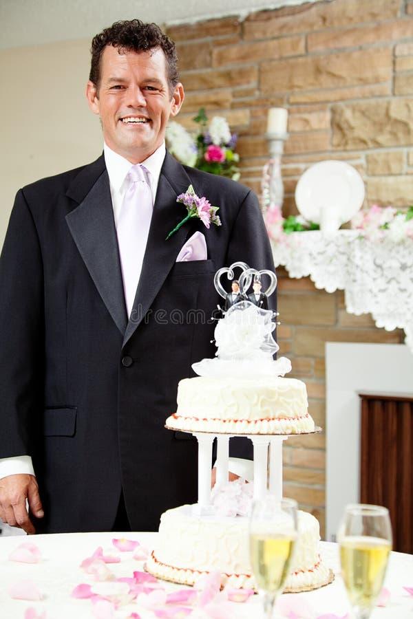 Bruidegom bij Vrolijk Huwelijk stock foto