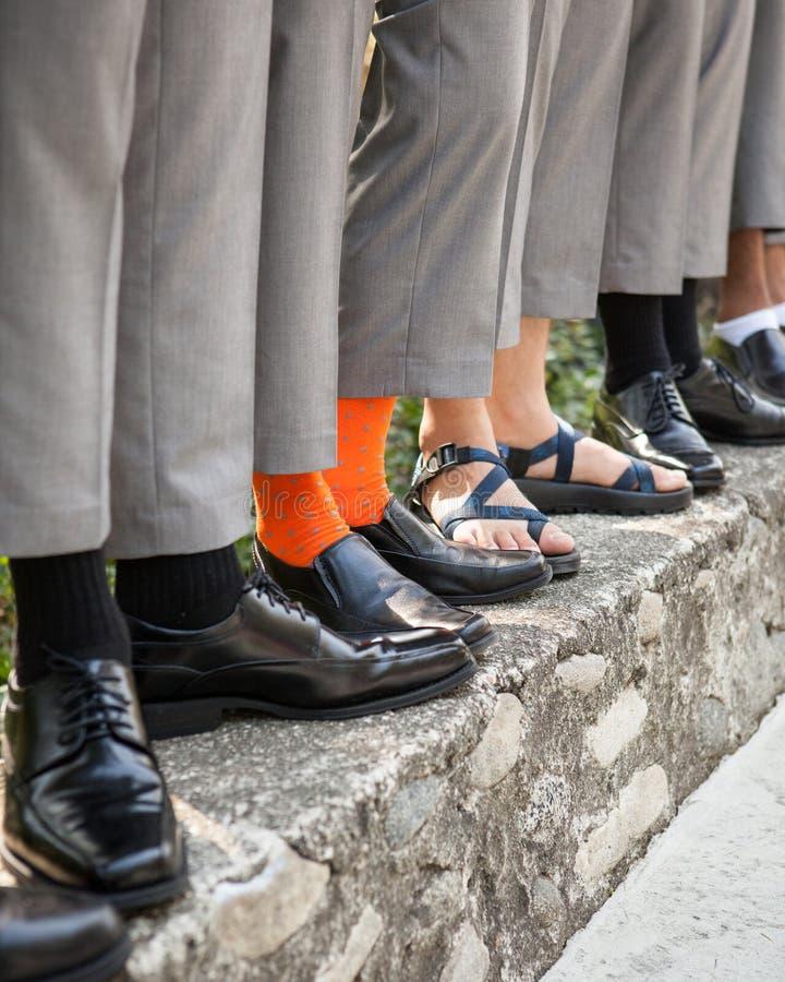 Bruidegom en Groomsmen voeten en schoenen royalty-vrije stock afbeeldingen