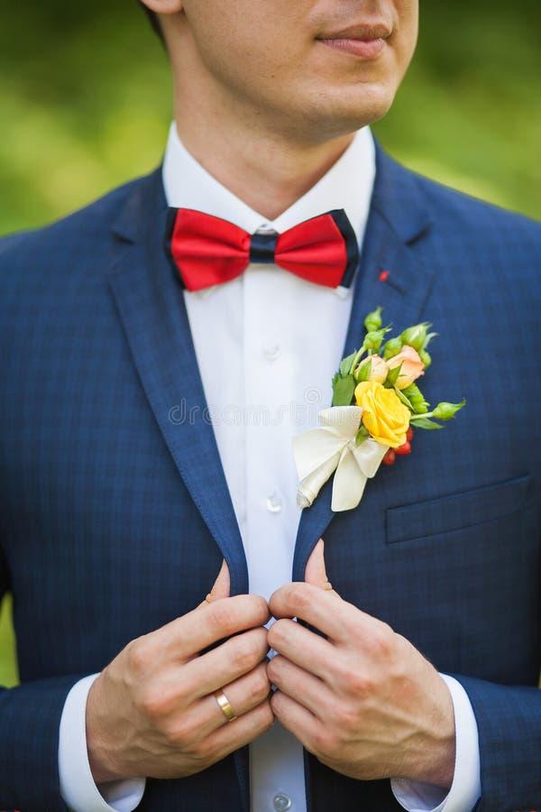 Bruidegom in huwelijksdag royalty-vrije stock afbeeldingen