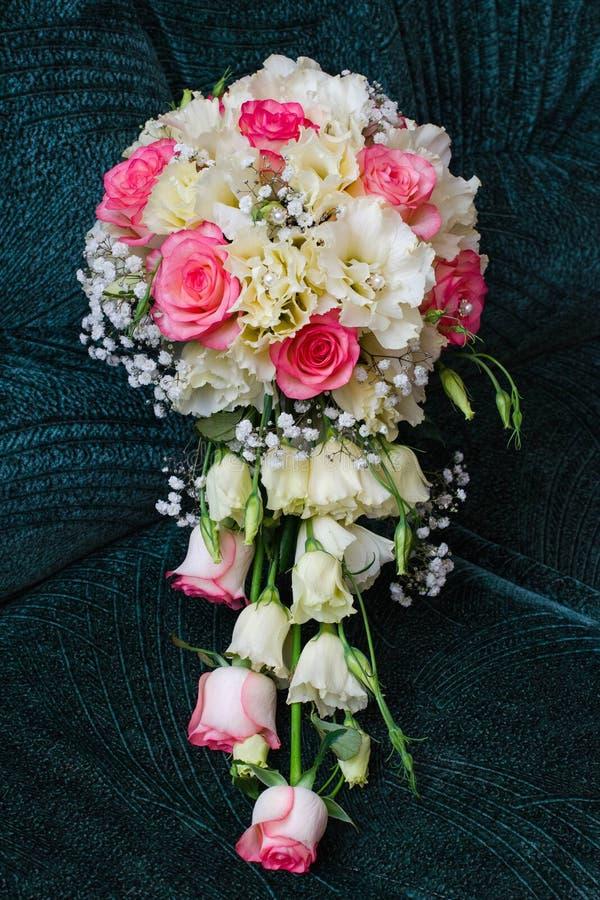 Download Bruids boeket stock foto. Afbeelding bestaande uit harten - 107704002