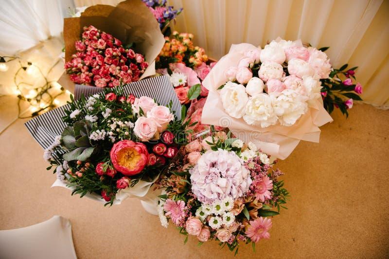 Bruids boeket van bloemen van bruid dichte omhooggaand stock foto