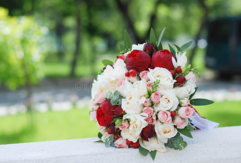 Bruids boeket van pioenen royalty-vrije stock afbeelding