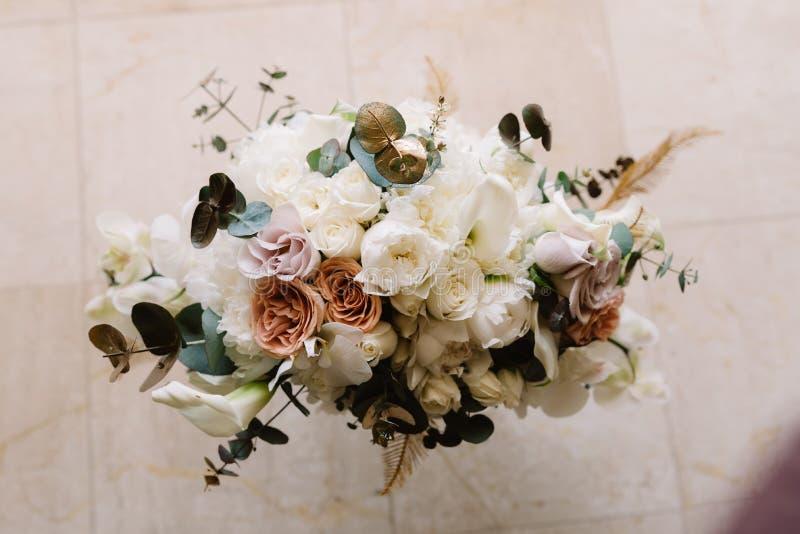 Bruids boeket van zachte details en verse bloemen stock fotografie