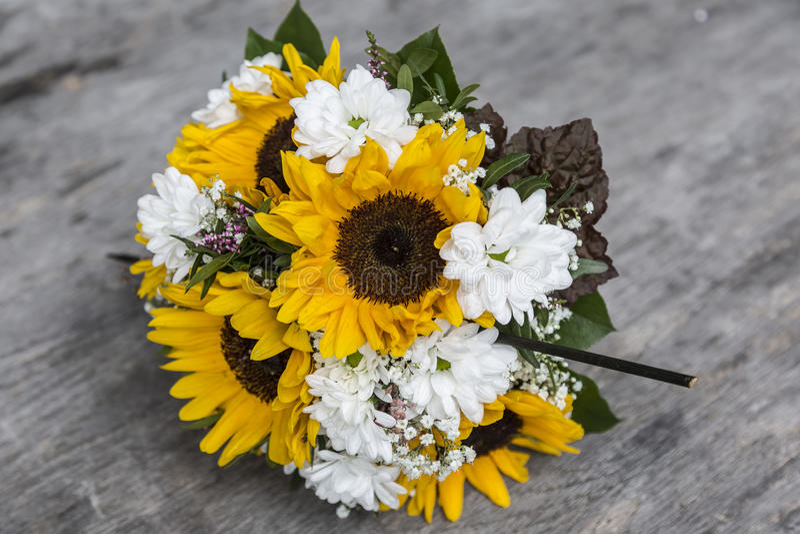 Bruids boeket van zonnebloemen, royalty-vrije stock foto's
