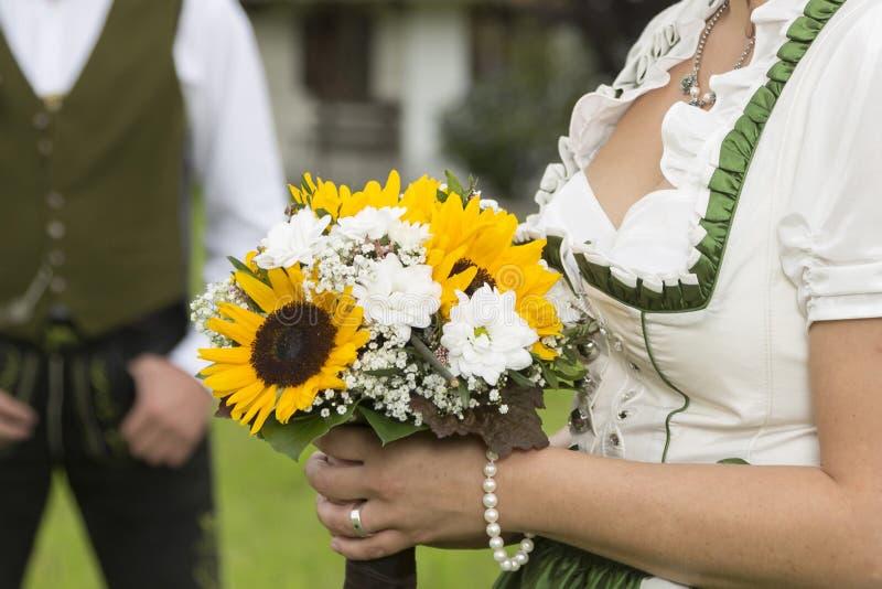Bruids boeket van zonnebloemen, royalty-vrije stock afbeelding