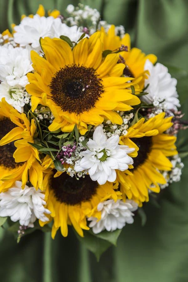 Bruids boeket van zonnebloemen, royalty-vrije stock fotografie