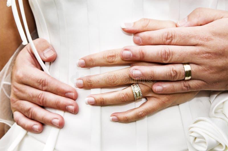 Bruids handen royalty-vrije stock fotografie