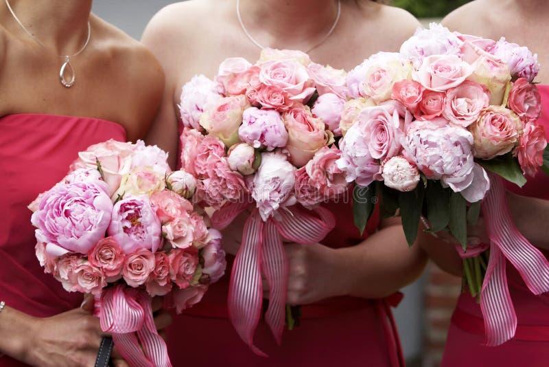 Bruids huwelijksbloemen en boeketten stock foto