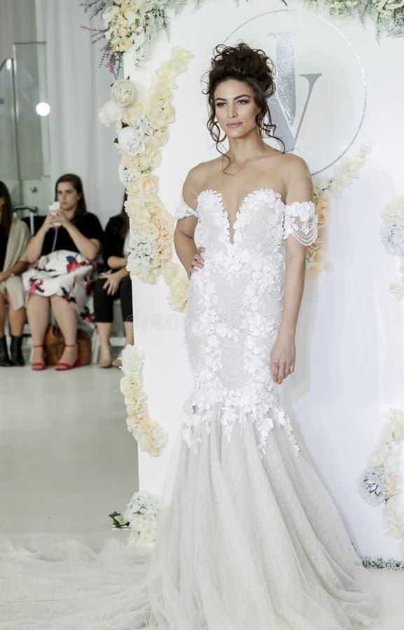 Bruids Julie Vino FW18 stock foto
