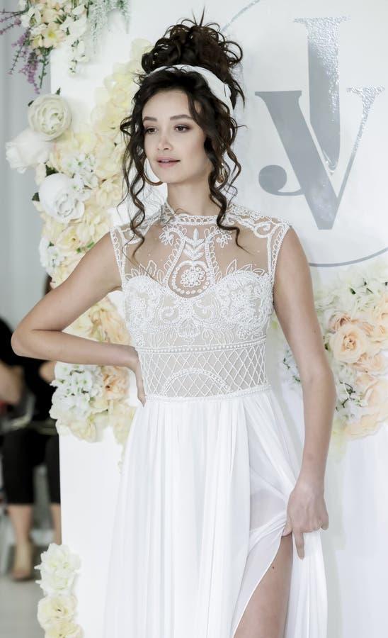 Bruids Julie Vino FW18 royalty-vrije stock foto's