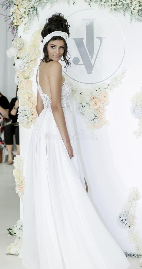 Bruids Julie Vino FW18 stock afbeelding