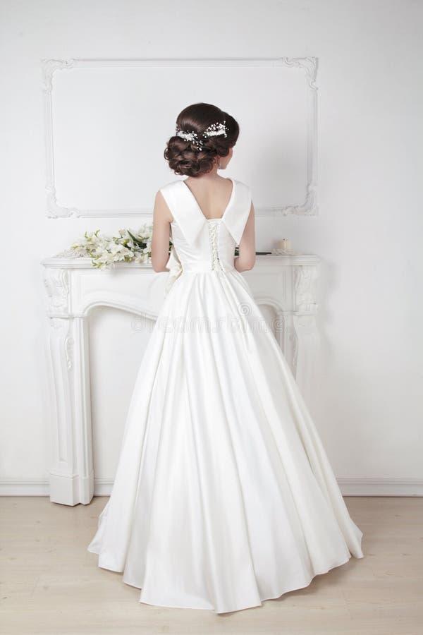 Bruids Kapsel Mooie charmante bruid in luxueus huwelijk stock foto's