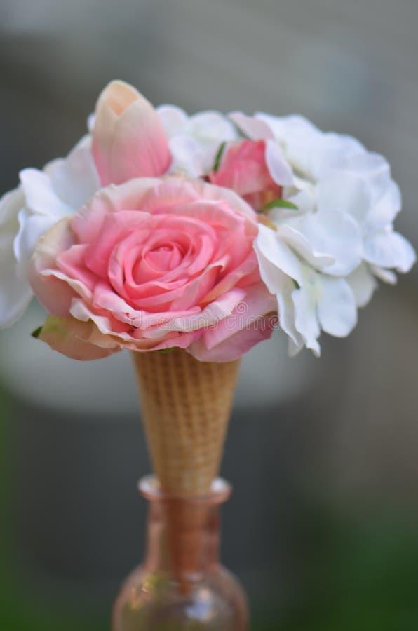 Bruids ochtendboeket en dessert royalty-vrije stock foto