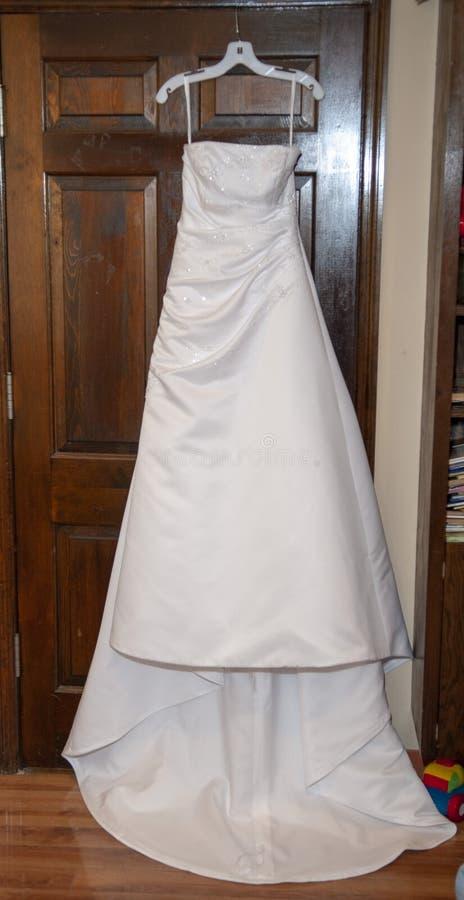 Bruids toga v??r huwelijksceremonie royalty-vrije stock foto