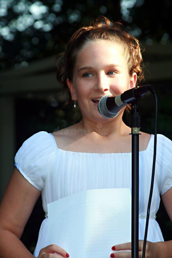 Bruidsmeisje dat toespraak geeft royalty-vrije stock foto's