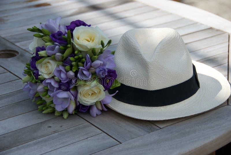 Bruidsmeisjeruikertje met hoed royalty-vrije stock fotografie