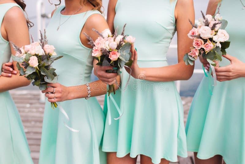 Bruidsmeisjes in aqua royalty-vrije stock afbeelding