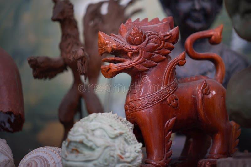 Bruin standbeeld van singha royalty-vrije stock afbeelding