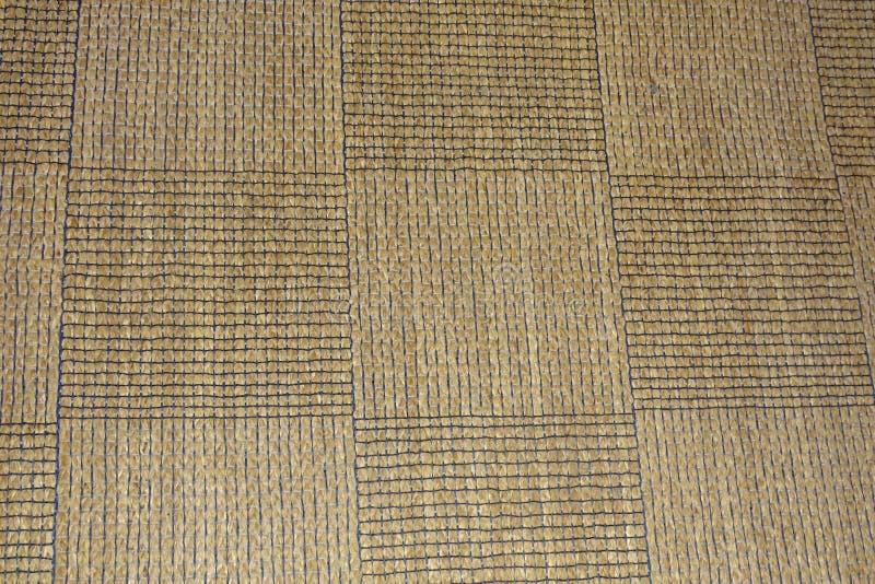 Bruin tapijt in detail met vierkanten als achtergrond stock foto