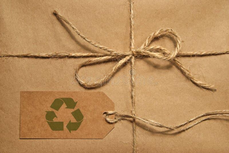 Bruin verschepend pakket dat met streng wordt gebonden royalty-vrije stock afbeeldingen