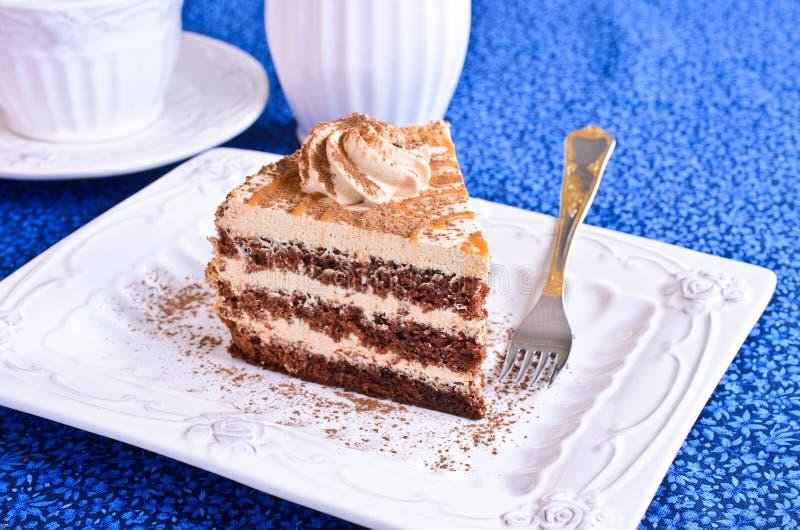 Bruine cake met room stock afbeelding