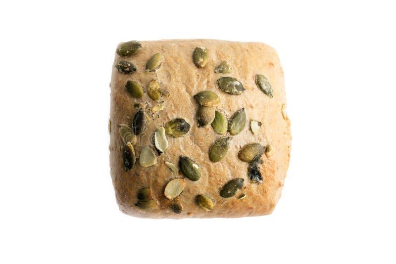 Bruine die Wholegrain Broodjes met pompoenzaden op whit worden geïsoleerd stock fotografie
