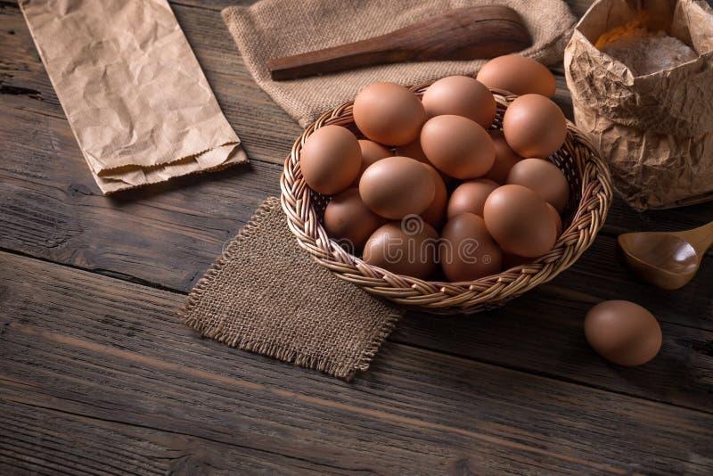 Download Bruine eieren stock afbeelding. Afbeelding bestaande uit eierschaal - 54075741
