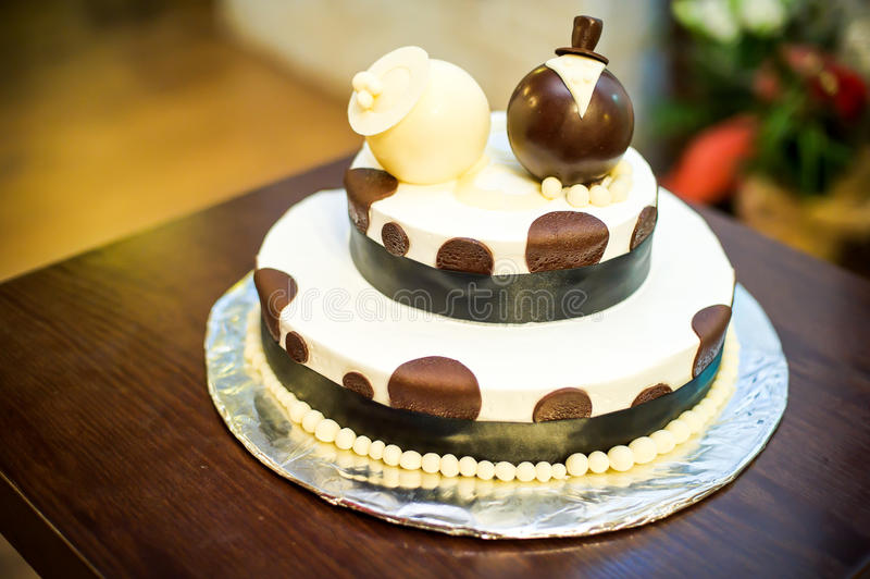 Bruine en witte cake stock foto's