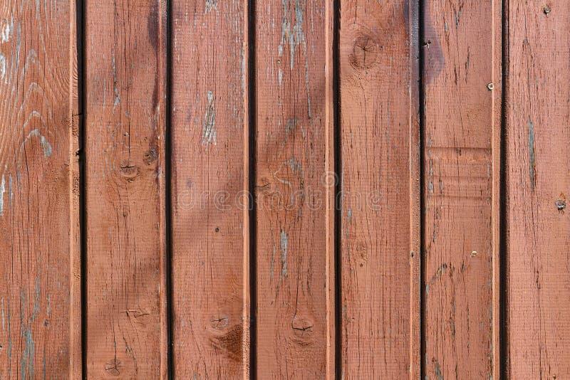 Bruine geschilderde en doorstane sjofele houten planken Natuurlijke houten textuur royalty-vrije stock afbeeldingen