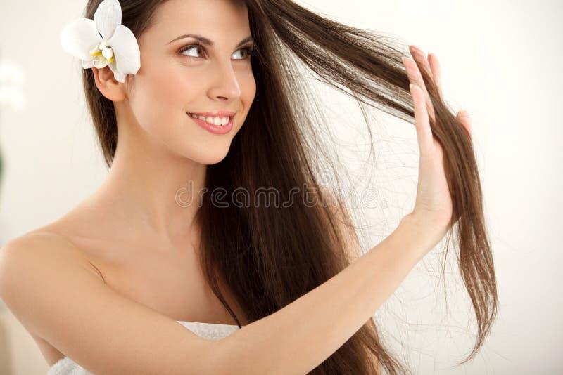 Bruine Hair.Beautiful-Vrouw met Lang Haar. royalty-vrije stock foto's