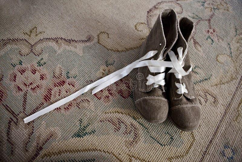 Bruine het huwelijkslaarzen van het suèdeleer stock foto's