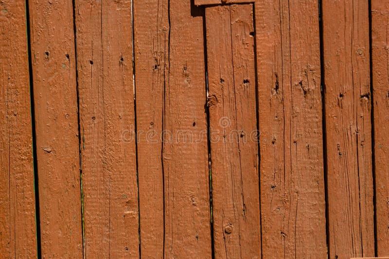 Bruine houten oude planking achtergrond met barsten stock foto's