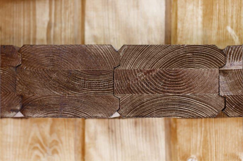 Bruine houtsnede met een mening van geweven jaarringen royalty-vrije stock afbeeldingen